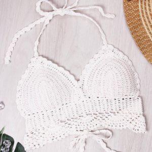 Blanco Halter Bralet en la mano Crochet