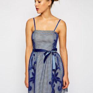 Comprar Vestido de graduación con aplicación de malla de ASOS