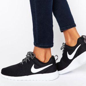 Comprar Zapatillas de deporte en blanco y negro Roshe de Nike
