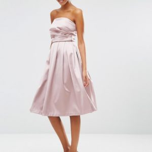 Comprar Vestido de graduación con escote palabra de honor en tejido de satén de ASOS