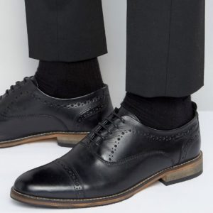 Comprar Zapatos Oxford de cuero negro con suela natural de ASOS