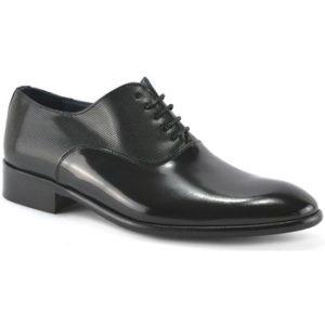 Zapato de hombre de piel con cordones by
